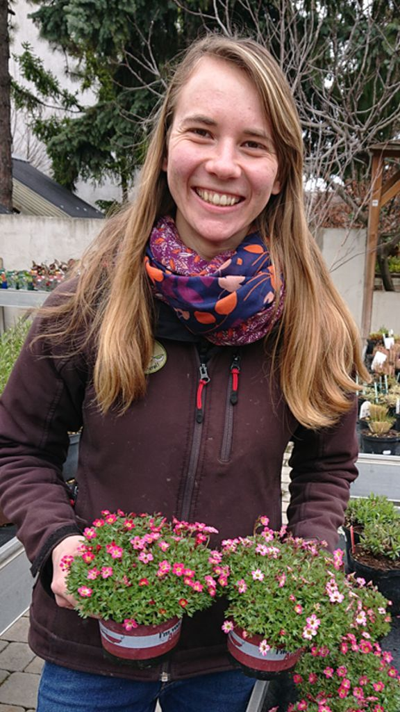 Daniela, Absolventin Gartenbauschule Schönbrunn, Baumschule - Freigelände